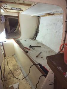 L'intérieur du voilier avant les travaux